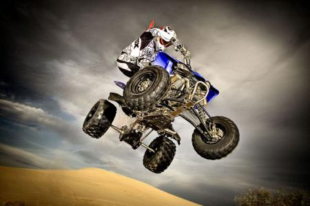 Moving the YFZR around in the air is easy, thanks to its extremely well-balanced chassis.