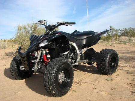 Along with the standard blue and white model YFZ450Rs, Yamaha has also released this great looking, all black Special Edition model, complete with black front bumper and black aluminum heel guards.