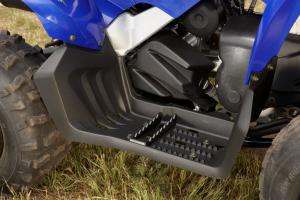 Integrated full floorboards replace the foot pegs of the old Raptor 80.
