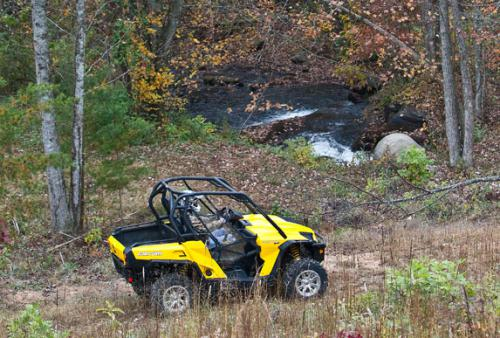 2011 Can-Am Commander Action Right