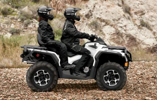 2013 Can-Am Outlander MAX 1000 Limited Action