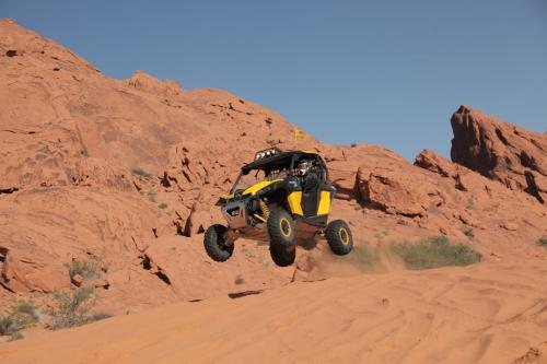 2013 Can-Am Maverick 1000 X rs Action Jump 01