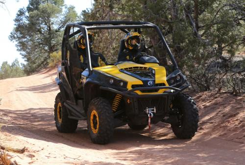 2014 Can-Am Commander 1000 XT-P Action