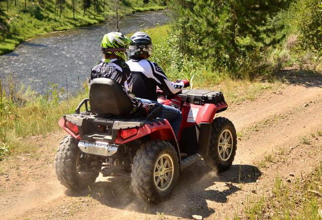 2013 Polaris Sportsman Touring 850 EPS Action Rear