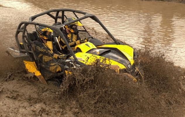 2014 Can-Am Maverick 1000R X mr Action 01