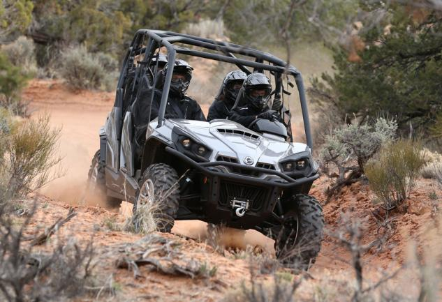 2014 Can-Am Commander MAX 1000 XT Action 03