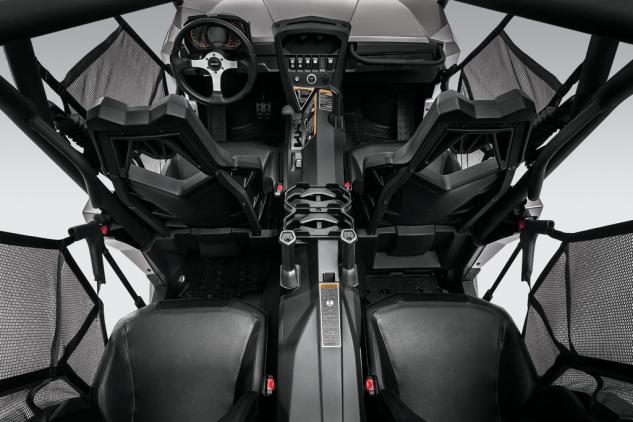 2014 Can-Am Commander MAX 1000 XT Studio Overhead