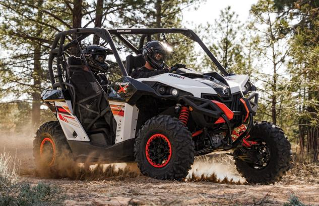 2014 Can-Am Maverick 1000R X xc Action Cornering
