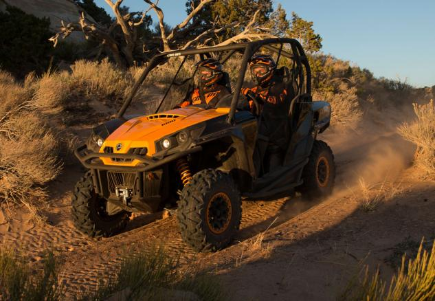 2015 Can-Am Commander 1000 XT-P Action