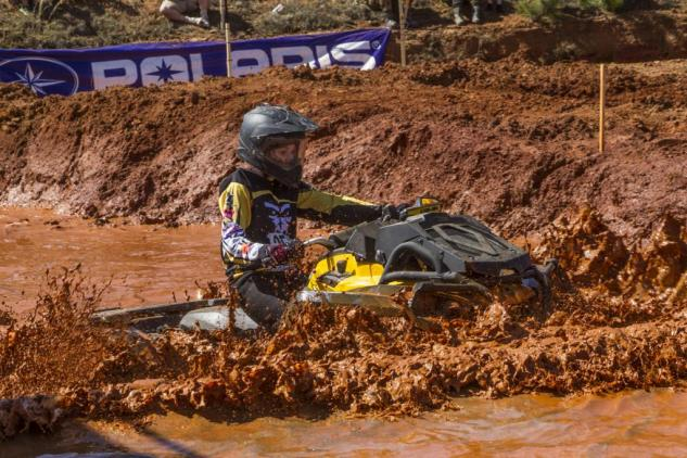 Mud Racing Can-Am Outlander