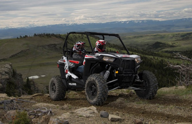 Polaris RZR S 1000 Action Right