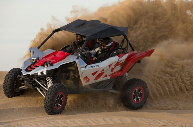 2016 Yamaha YXZ1000R Action Right