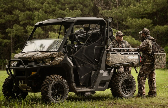 2017 Can-Am Defender Mossy Oak Action Right
