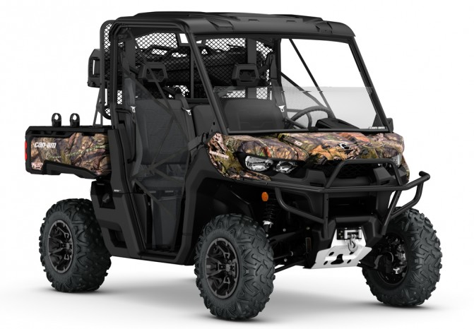 2017 Can-Am Defender Mossy Oak Front Right