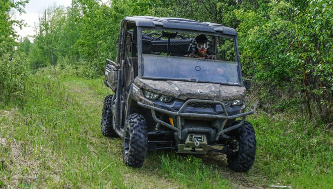 2017 Can-Am Defender Mossy-Oak Hunting Edition Action Front