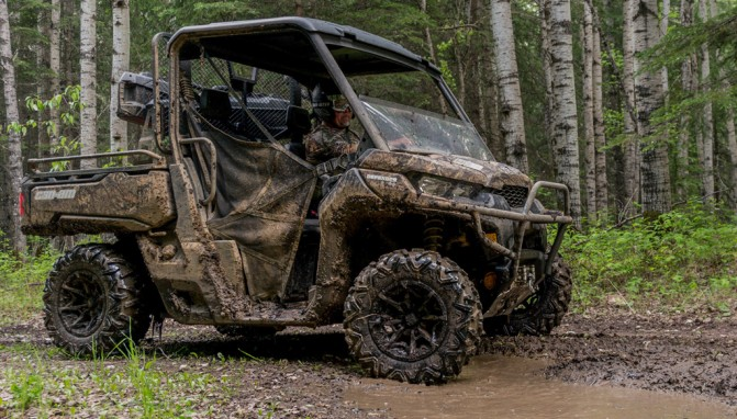 2017 Can-Am Defender Mossy-Oak Hunting Edition Action