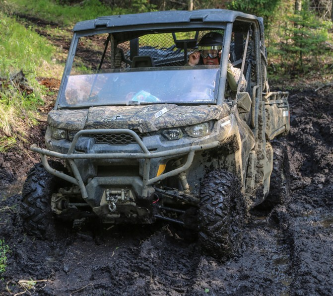 2017 Can-Am Defender Mossy-Oak Hunting Edition Mud
