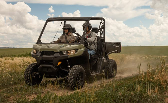 Can-Am Defender HD5 Action