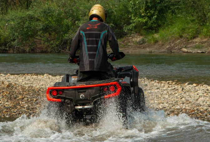 2019 Can-Am Outlander 1000R XT Water
