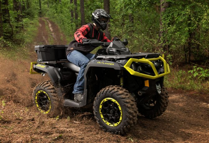 2019 Can-Am Outlander XT-P 1000R Action