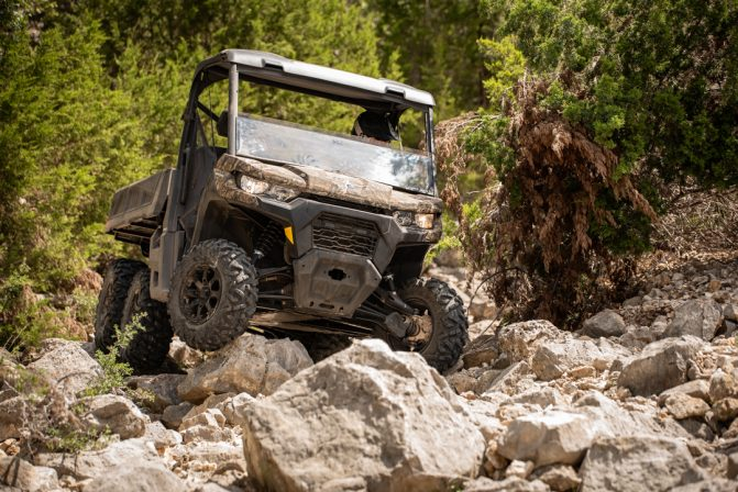 2020 Can-Am Defender 6x6 Rocks