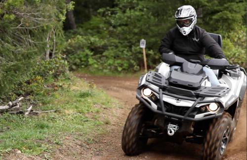 2013 Can-Am Outlander MAX 1000 Limited Right Turn