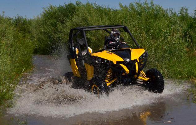 2013 Can-Am Maverick 1000R X rs Action Water