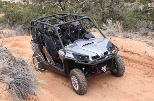 2014 Can-Am Commander MAX 1000 XT Action 02