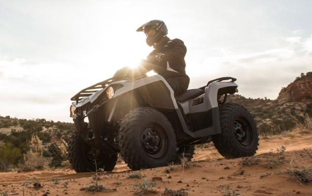 2015 Can-Am Outlander L 450 Action Left
